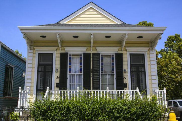 architecture-2frontdoors-534707521-crop-5b18a2bba9d4f90038dd33d3