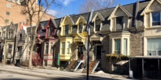 Row houses on de Maisonneuve
